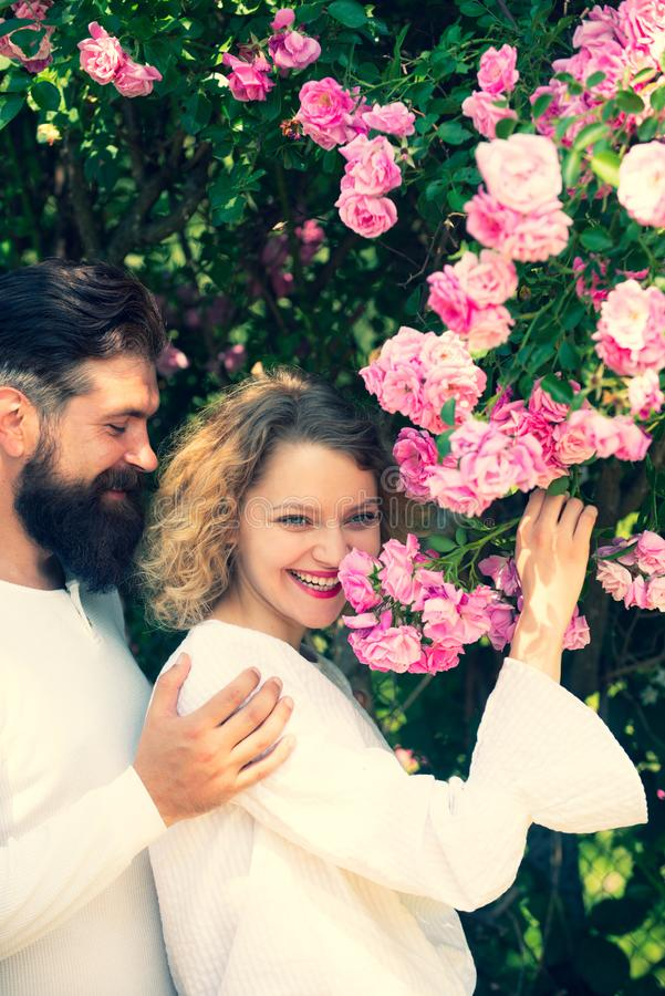 Sensueel meisje die met wens jammeren die vriend strelen tijdens foreplay of makende liefde Het genieten van van genoegen Sensuel stock fotografie