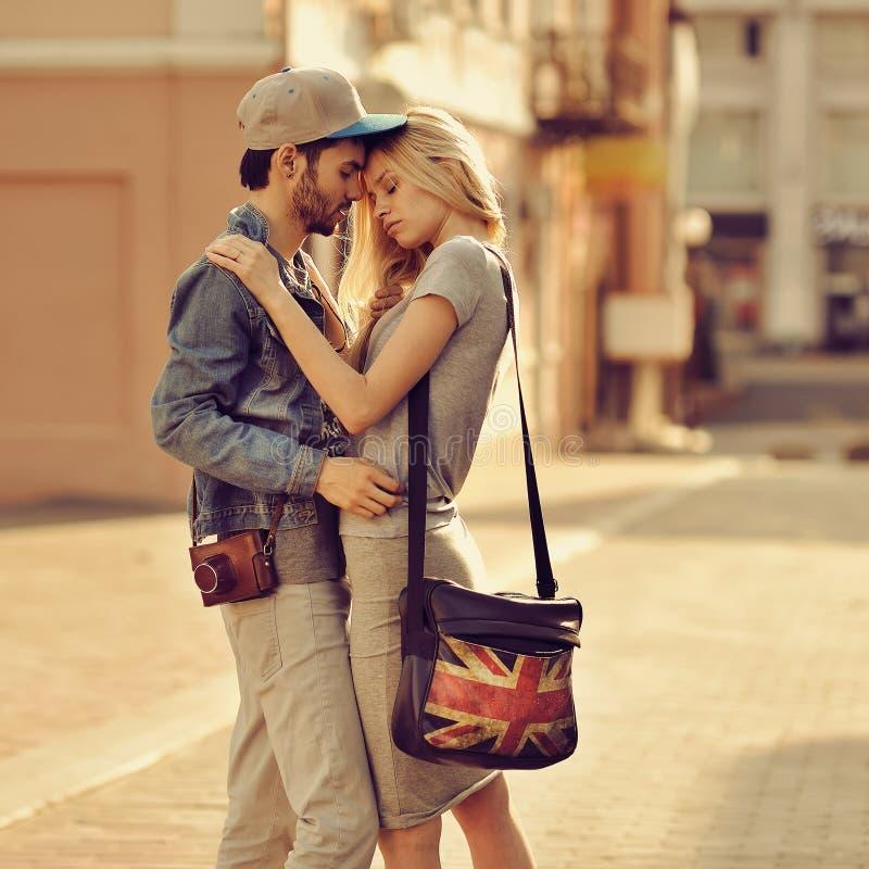Sensueel paar in liefde openlucht royalty-vrije stock foto