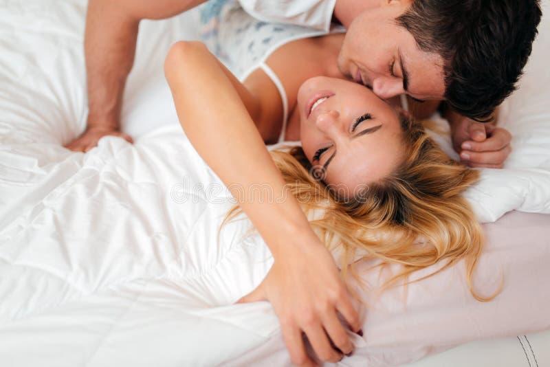 Sensuele foreplay door paar royalty-vrije stock fotografie