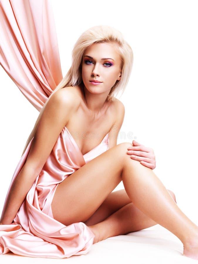 Sensuele jonge vrouw met mooi lichaam. stock foto's
