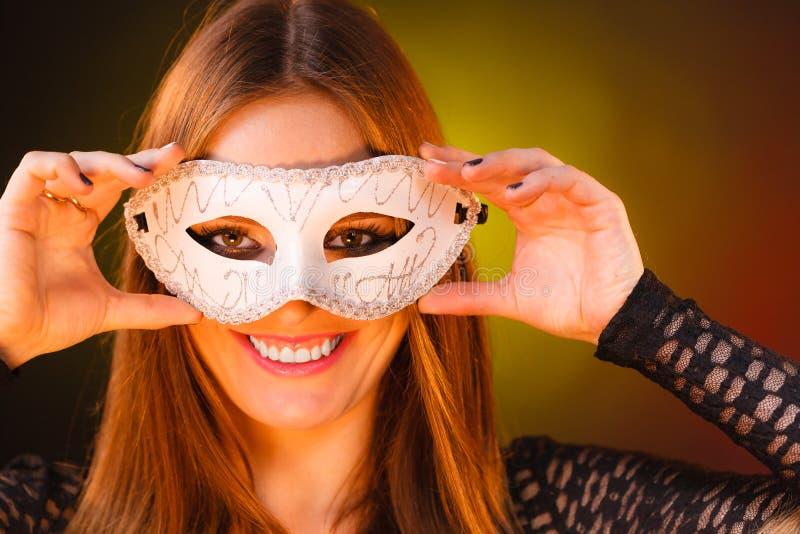 Sensuele Vrouw Met Carnaval-masker Stock Foto - Afbeelding