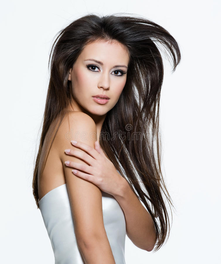 Sensuele vrouw met mooie lange bruine haren stock foto's
