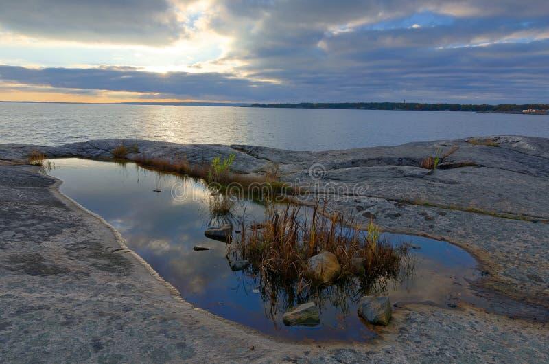 Sent hösthavslandskap royaltyfri foto