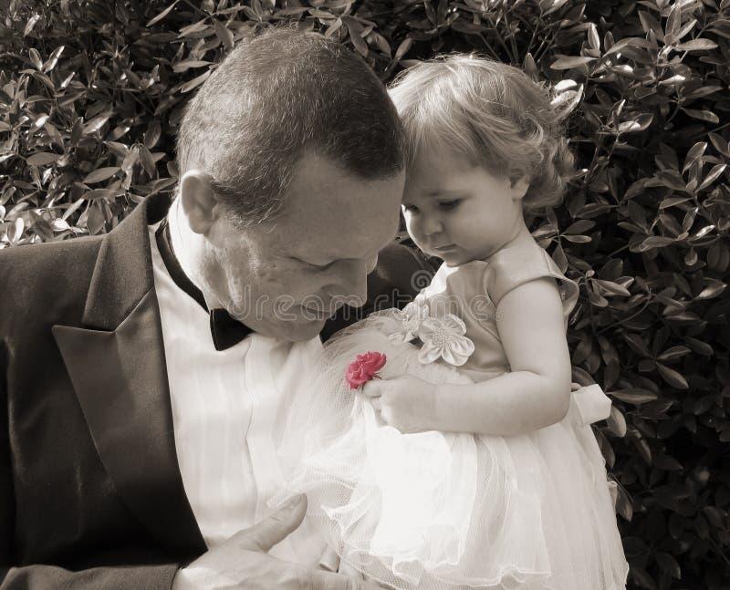 Senta l'odore delle rose fotografie stock