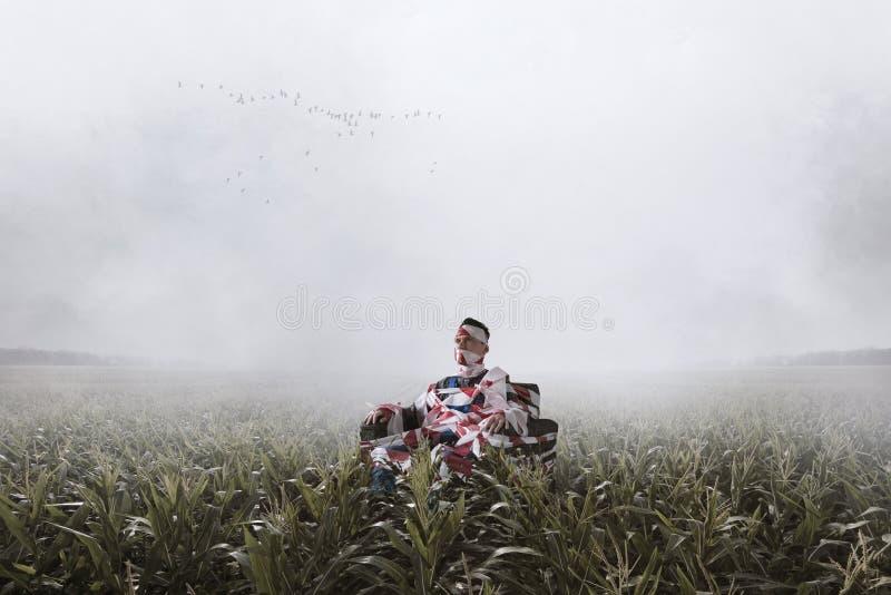 Sentada autística en una silla en el medio del campo fotografía de archivo