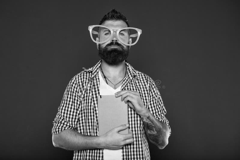Sentido c?mico y del humor Ense?anza para adultos de los cursos Concepto de la educaci?n del uno mismo Club literario Libro de le foto de archivo