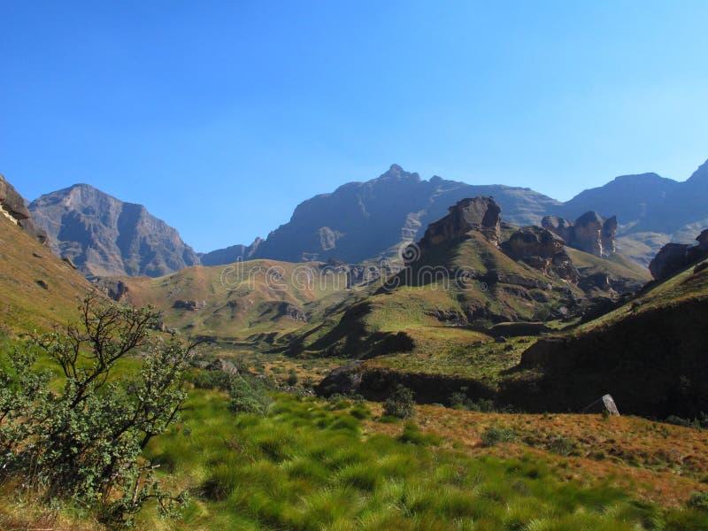 Sentier de randonnée à la crête de rhinocéros, parc national de Drakensberg d'uKhahlamba images libres de droits