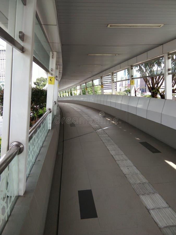Sentier piéton couvert image libre de droits