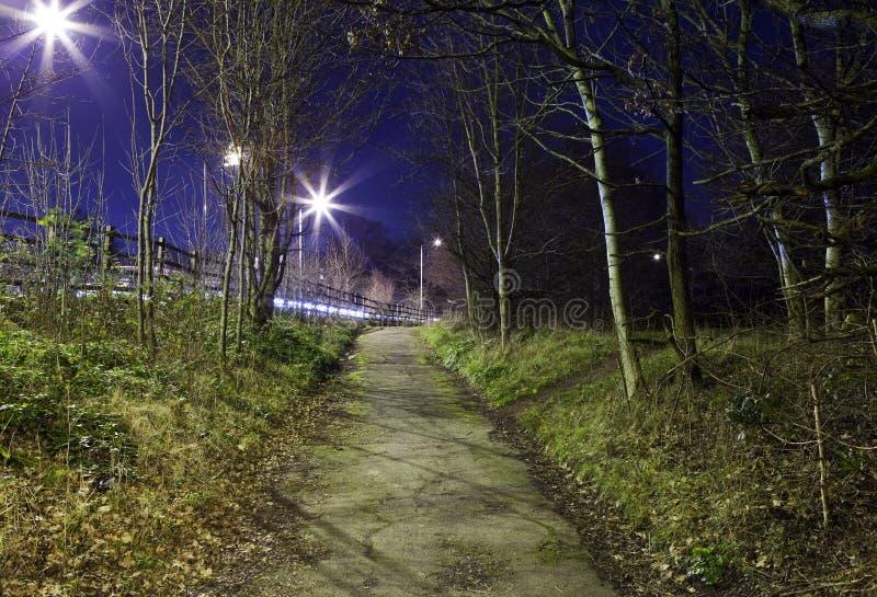 Sentier piéton urbain mystérieux image stock