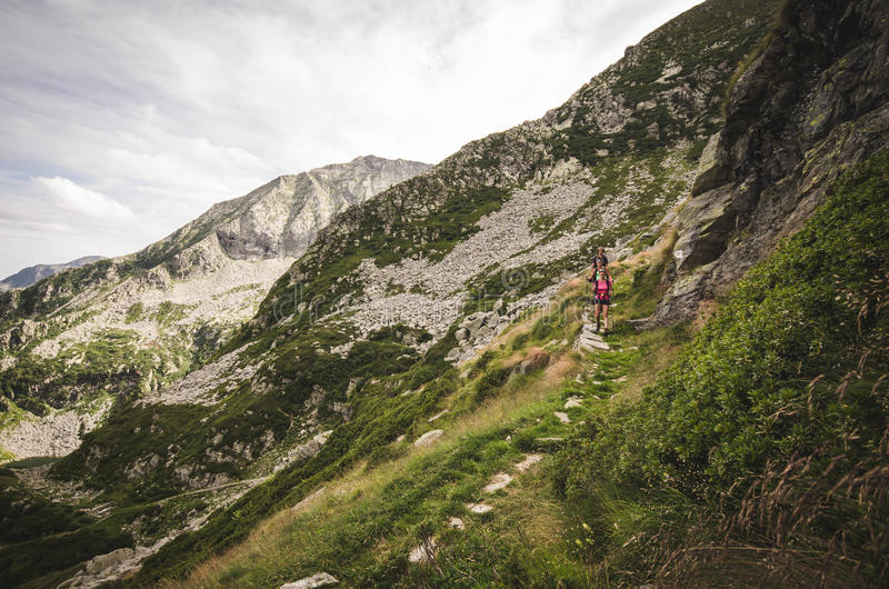 Sentiero-alpino dell Alta über numero 1 in Valle-d'aosta lizenzfreie stockfotos
