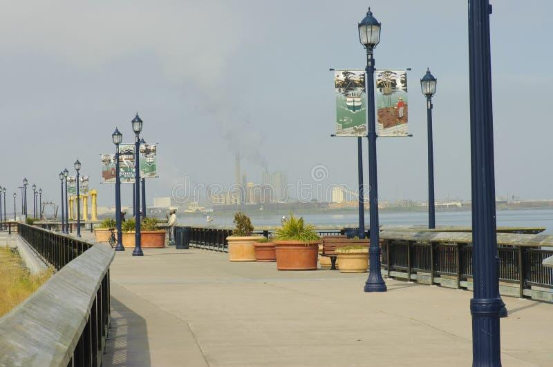 Sentiero costiero del Eureka con la vista scenica sul porto fotografia stock