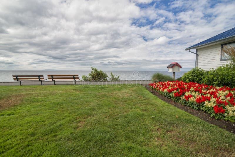 Sentiero costiero della spiaggia di Qualicum di estate fotografia stock