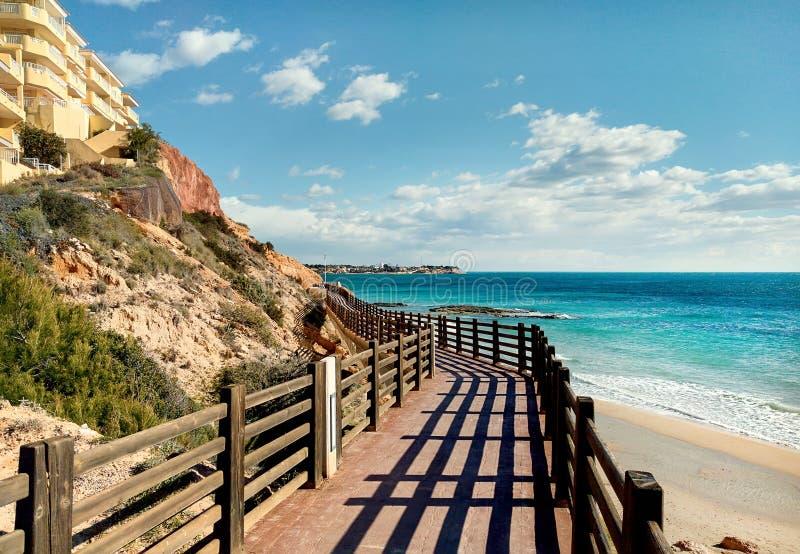 Sentiero costiero di legno in Dehesa de Campoamor spain fotografie stock libere da diritti