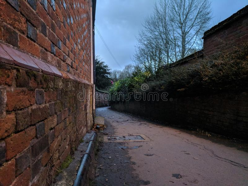 Sentiero per pedoni al crepuscolo fotografie stock libere da diritti