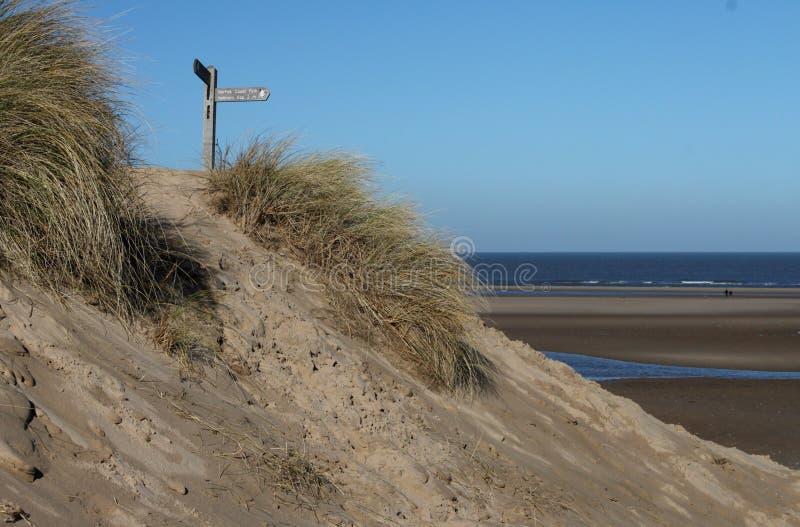 Sentiero per pedoni costiero del nord della Norfolk, scena della spiaggia immagine stock libera da diritti