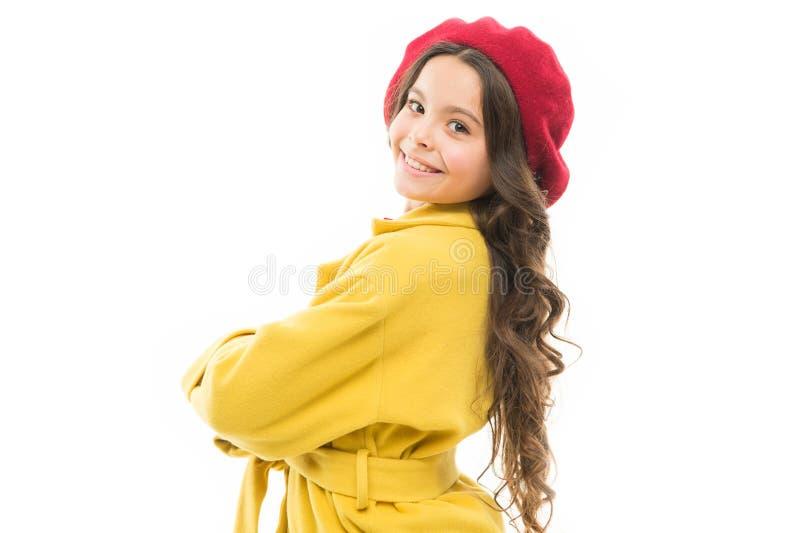 Sentiment assez Habillez comme la fille de mode Visage de sourire de petite fille mignonne d'enfant posant dans le chapeau d'isol photographie stock libre de droits