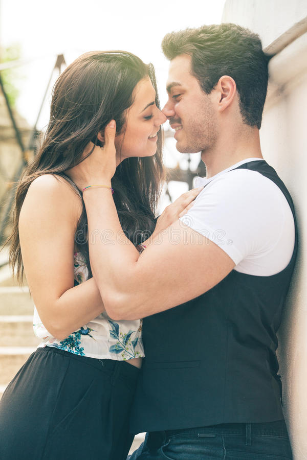 Sentiment d'amour de couples Harmonie affectueuse Premier baiser photo stock