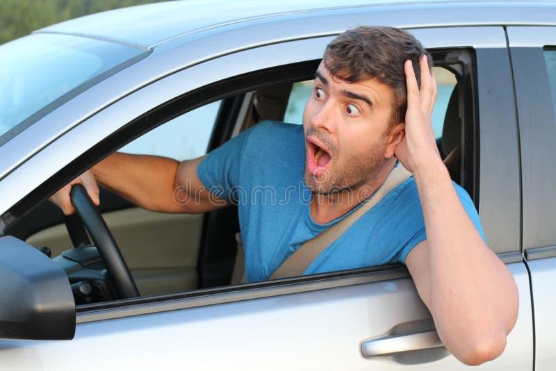 Sentiment masculin terrifié de conducteur coupable photos stock