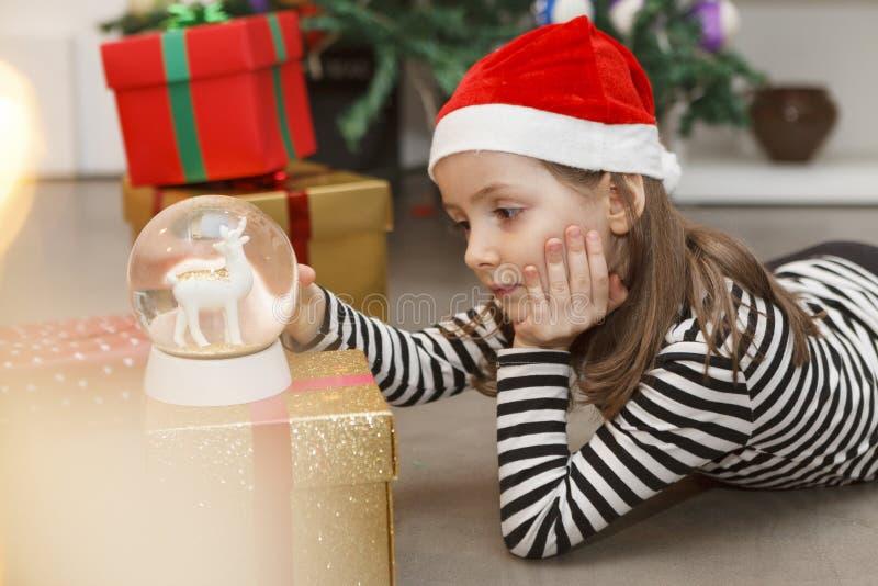 Sentimento triste em torno do Natal para crian?as fotos de stock royalty free