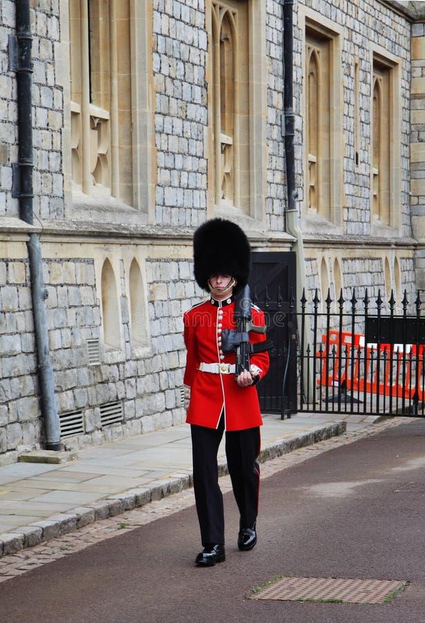 Sentinella al castello reale di Windsor fotografia stock