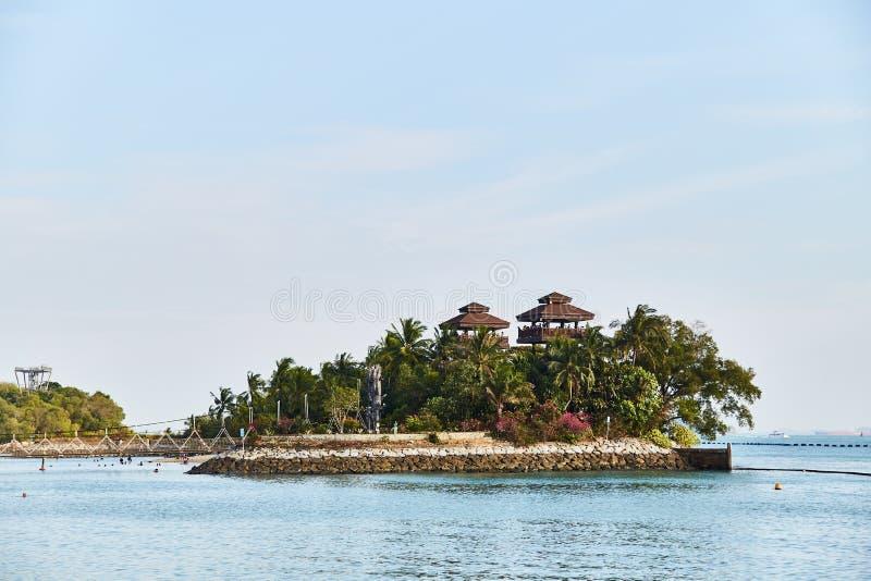 Sentosa, Singapur - 19 de marzo de 2019: Las torres de visión en la playa de Palawan imagen de archivo
