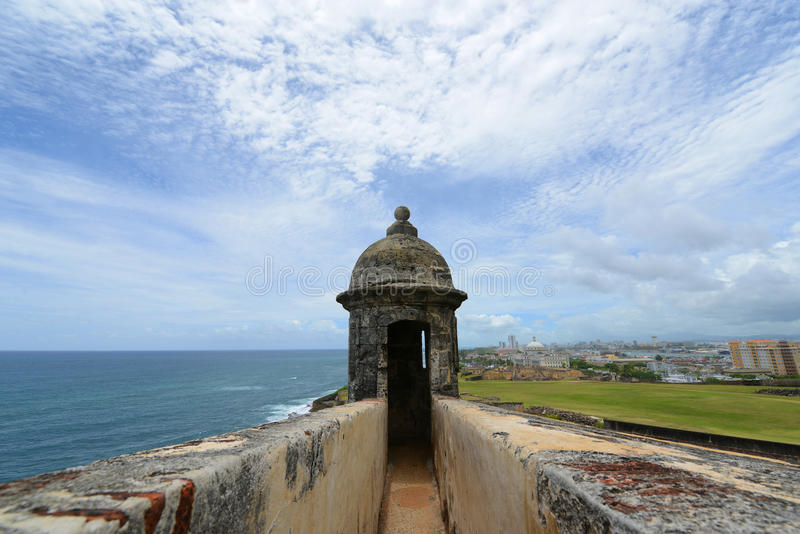 Sentry pudełko przy Castillo San Felipe Del Morro, San Juan obraz royalty free
