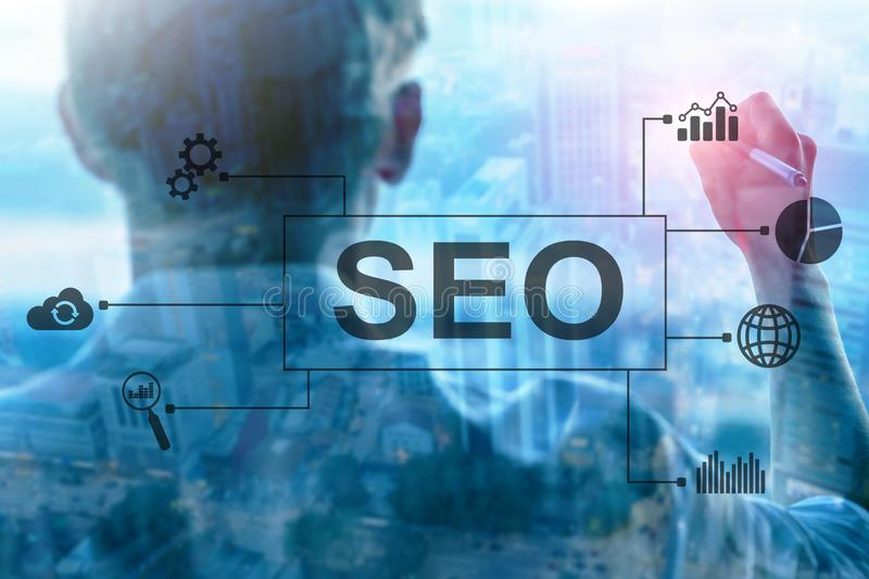 SEO - Βελτιστοποίηση μηχανών αναζήτησης, ψηφιακές μάρκετινγκ και έννοια τεχνολογίας Διαδικτύου στο θολωμένο υπόβαθρο στοκ εικόνα με δικαίωμα ελεύθερης χρήσης