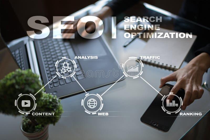 SEO runt om begreppsmässig motorbild för oklarhet letters nyckelordet optimizationseo Begrepp för teknologi för Digital online-ma royaltyfri fotografi