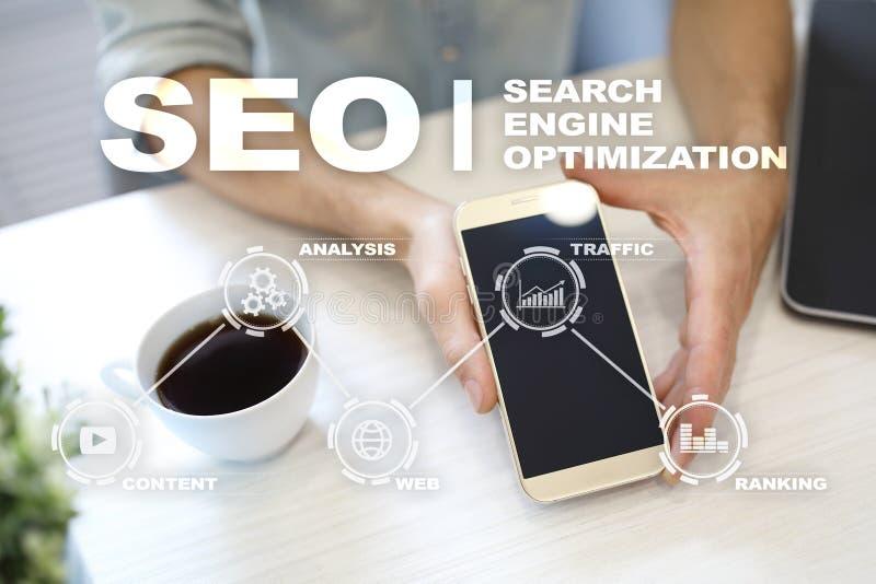 SEO runt om begreppsmässig motorbild för oklarhet letters nyckelordet optimizationseo Begrepp för teknologi för Digital online-ma royaltyfri bild