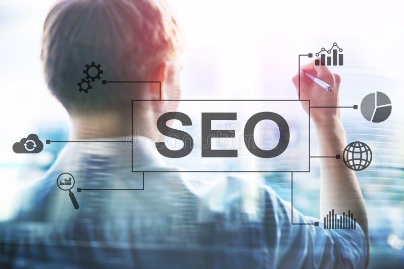 SEO - Sökandemotoroptimization, Digital marknadsföring och internetteknologibegrepp på suddig bakgrund royaltyfri fotografi