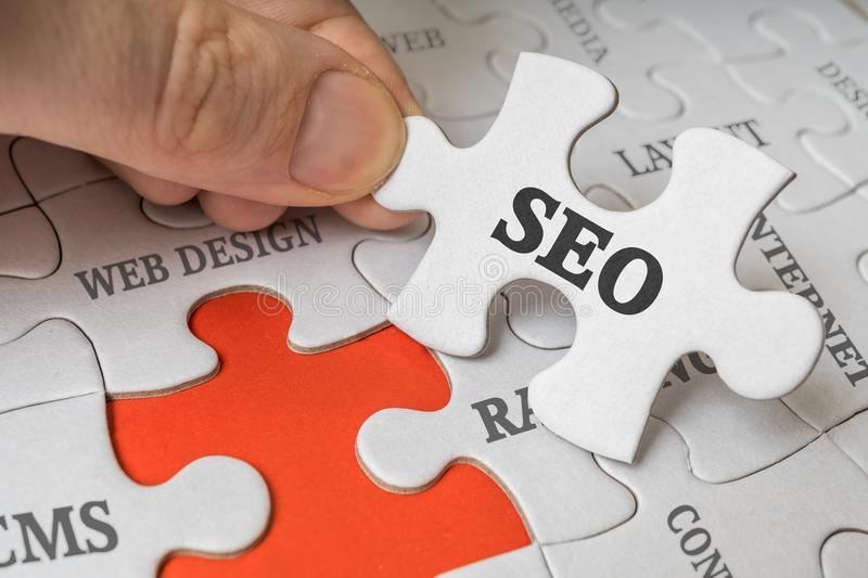 SEO Search Engine Optimization Concept. Man Is Solving Puzzle Stock Photo - Image of jigsaw, technology: 108674680 - 웹