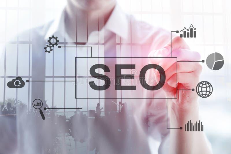 SEO - Wyszukiwarka optymalizacja, Cyfrowego marketing i internet technologii pojęcie na zamazanym tle, zdjęcia stock