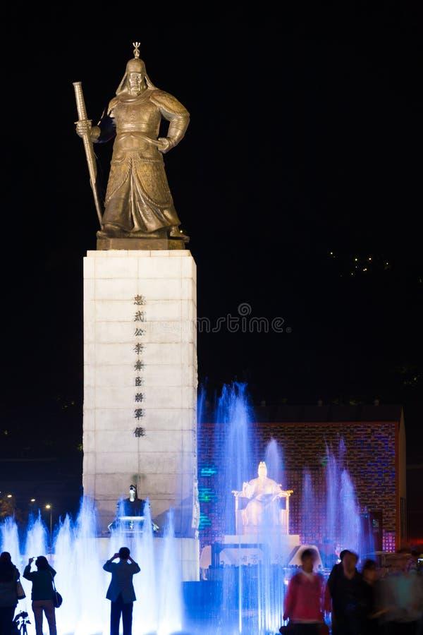 De Fontein van het Water van de Nacht van het Standbeeld van de koning SAE Jong Dae stock afbeelding