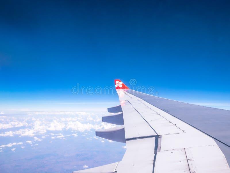 SEOEL ZUID-KOREA 18 APRIL 2018: AirAsia-vliegtuig die in hemel over de Internationale Luchthaven van Incheon, Seoel op 18 April 2 royalty-vrije stock fotografie