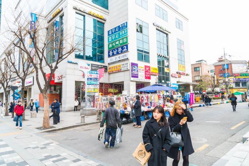 Seoel, Zuid-Korea - breng 8, 2016 in de war: Hongdaegebied, Hongik op Marc royalty-vrije stock afbeelding