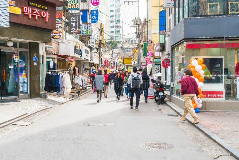Seoel, Zuid-Korea - breng 8, 2016 in de war: Hongdaegebied, Hongik op Marc royalty-vrije stock foto