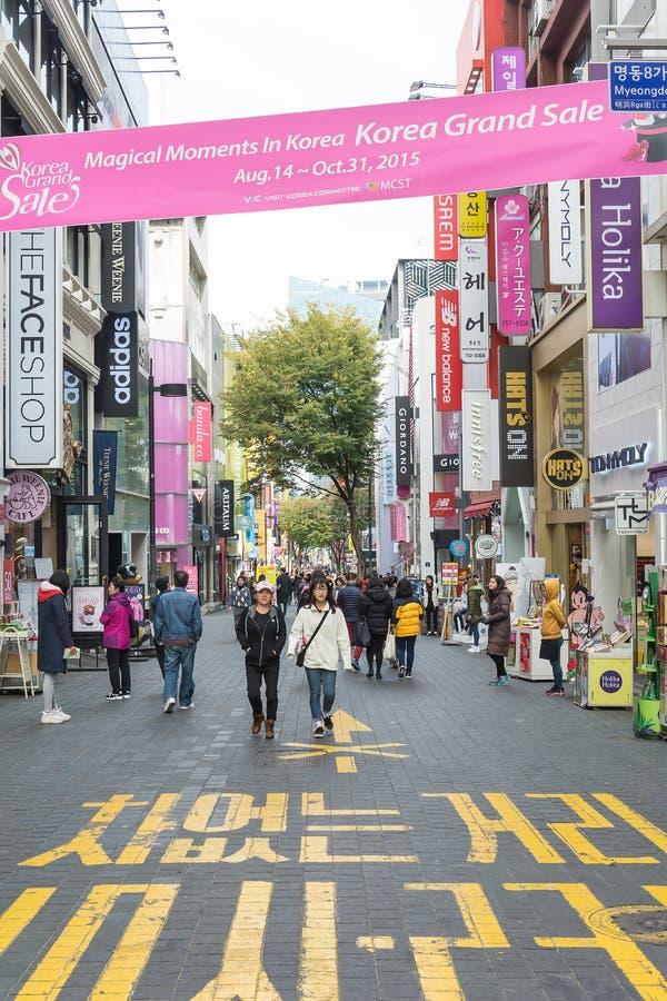 Seoel, Zuid-Korea - 1 Nov., 2015: Menigtentoerist bij myeong-D stock afbeelding