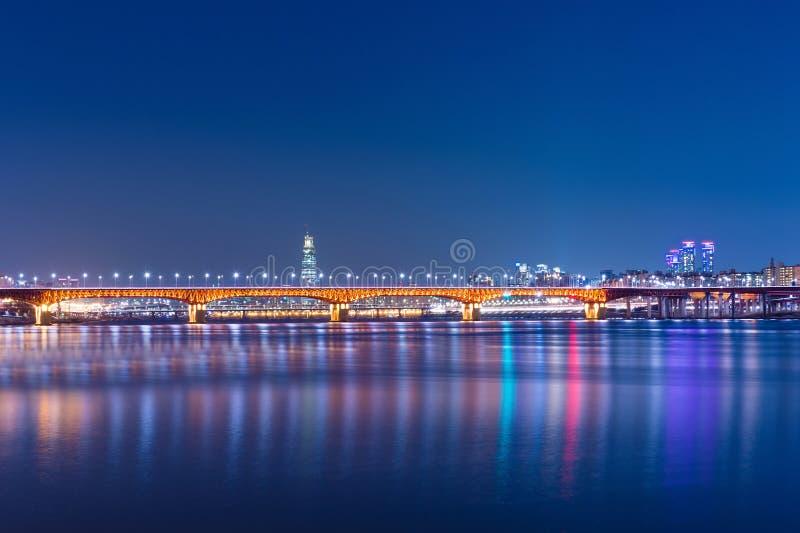 Seongsu桥梁在晚上在韩国 免版税库存图片