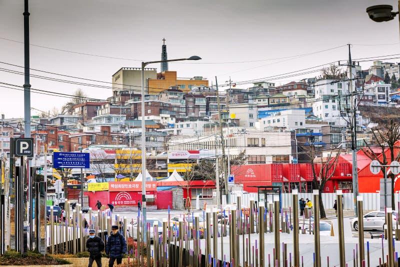 Seoul, Corea del Sud, 01/04/2018: Architettura nel centro urbano Costruzione densa immagine stock