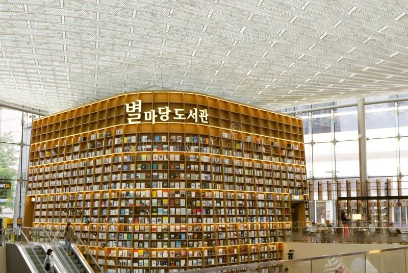 SEOUL, Corea del Sud, il 27 agosto 2017, biblioteca della plaza di ByeollMadang Starfield Coex fotografia stock