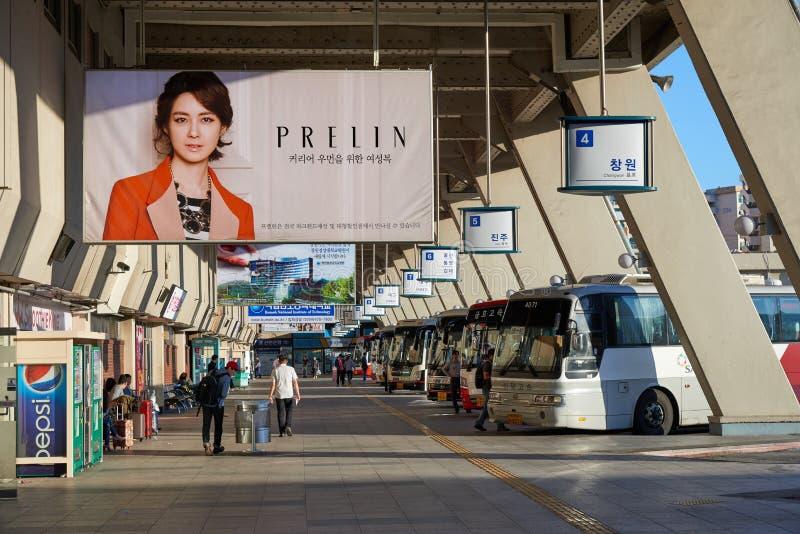 Seoul, Corea - 18 settembre 2015: Terminale di autobus espresso di Seoul fotografia stock