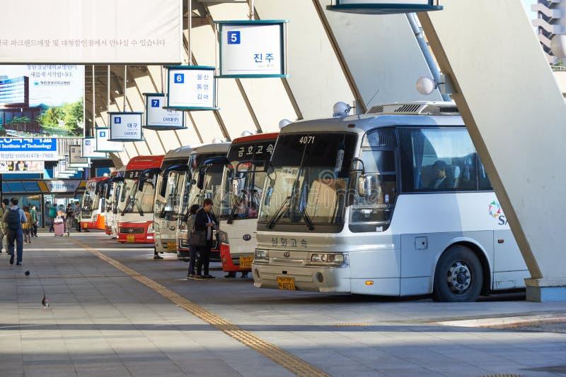 Seoul, Corea - 18 settembre 2015: Terminale di autobus espresso di Seoul fotografie stock libere da diritti