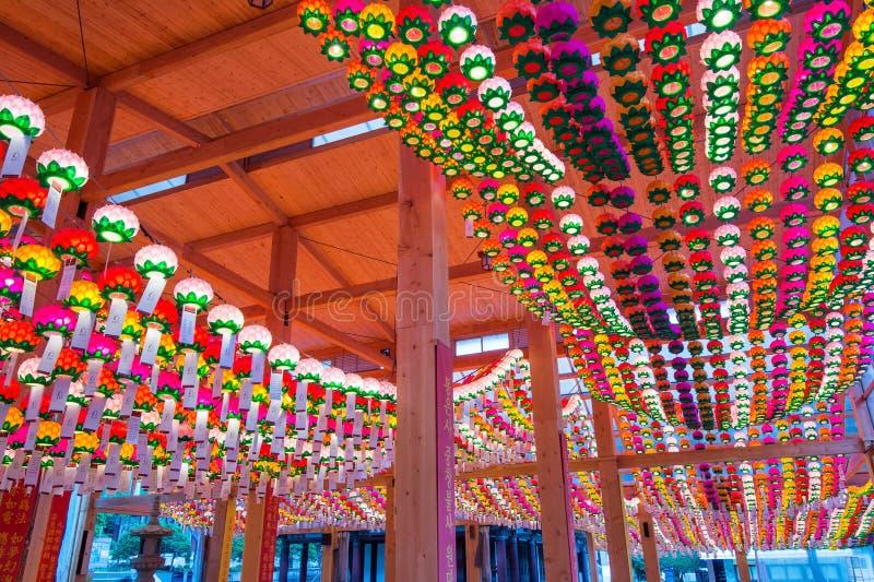 SEOUL, COREIA DO SUL - 9 DE MAIO: Templo de Bongeunsa imagens de stock