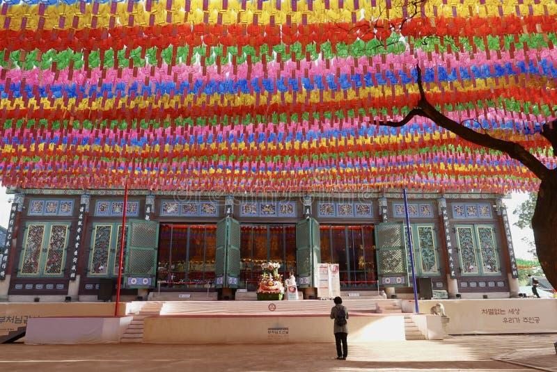 Seoul Korea-April 27, 2017: Lyktor på den Jogyesa templet som firar födelsedag för Buddha` s arkivfoto