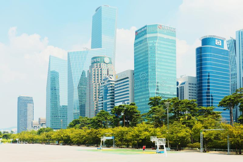 SEOUL, KOREA - 14. AUGUST 2015: Yeouido-Insel - Seoul-` s Hauptfinanzierung und Investitionsbankwesenbereich - Seoul, Südkorea stockbilder