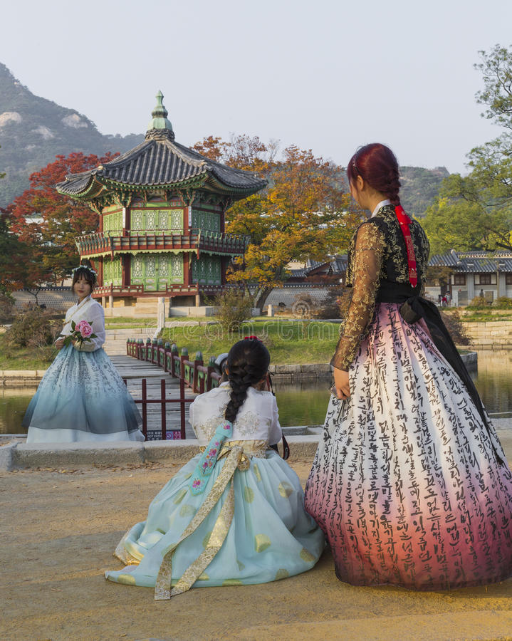 SEOUL - OCTOBER 21, 2016: Autumn at Gyeongbokgung Palace in Seoul,Korea.Young girls in traditional dresses royalty free stock image
