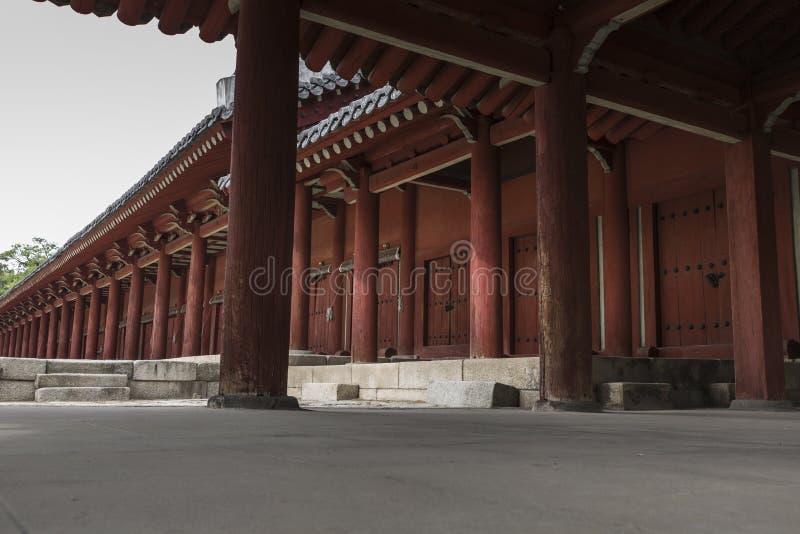 SEOUL - 21 OTTOBRE 2016: Jeongjeon - il corridoio principale del Jongm fotografia stock
