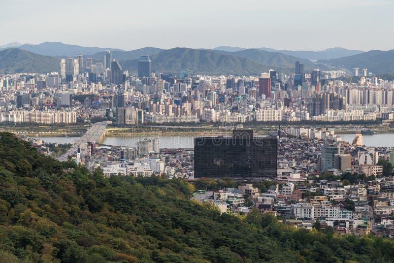 Seoul, Südkorea - circa im September 2015: Panorama von Seoul, Südkorea, Skyline von Namsan-Berg lizenzfreie stockfotos