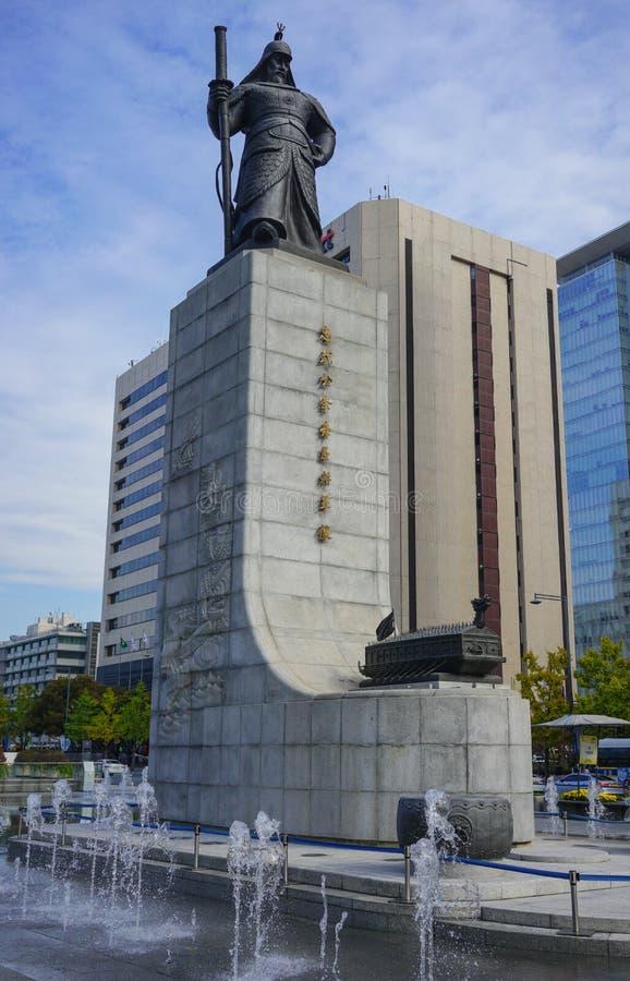 SEOUL, SÜDKOREA - 28. OKTOBER 2016: Gwanghwamun-Quadrat mit lizenzfreie stockbilder
