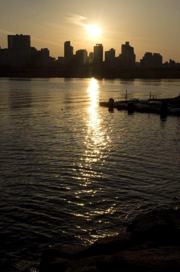 Seoul am Sonnenuntergang stockbilder